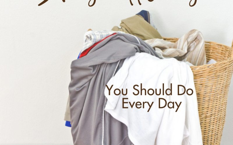 5 Household Chores You Should Do Every Day | Renée at Great Peace #householdchores #homemaking #keeperathome #ihsnet