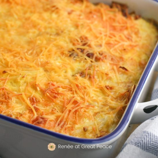 Bacon and Egg Hash brown Casserole Family Breakfast Idea | Renee at Great Peace #breakfast #casserole #baconandeggs #breakfastideas #ihsnet